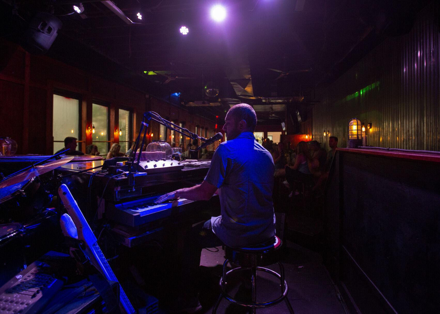 Charleston's new dueling piano bar thrives off varied song requests, improvisation